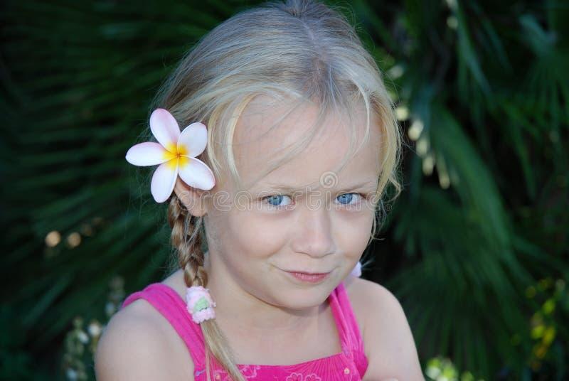 Милая девушка с цветком в волосах стоковое фото rf