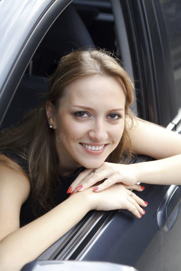 Милая женщина в автомобиле стоковое фото rf