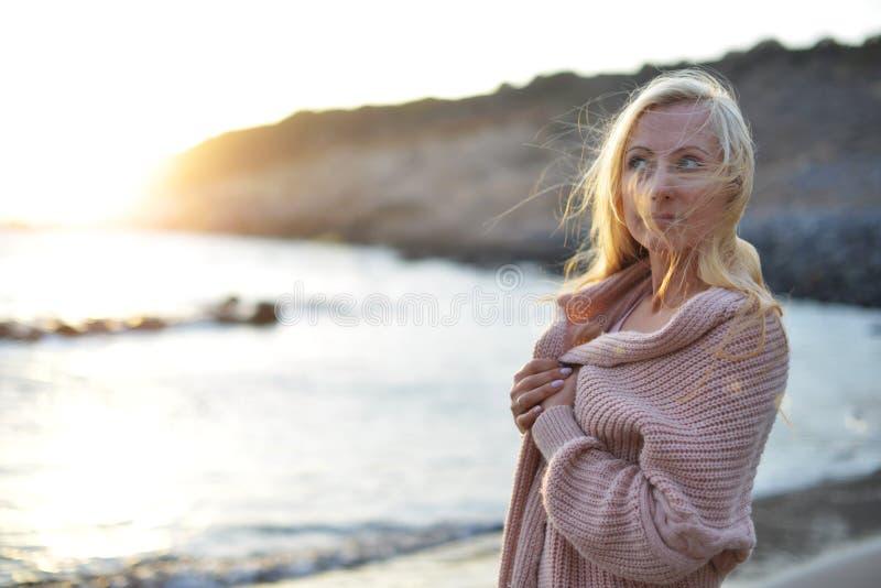милая женщина стоковая фотография rf