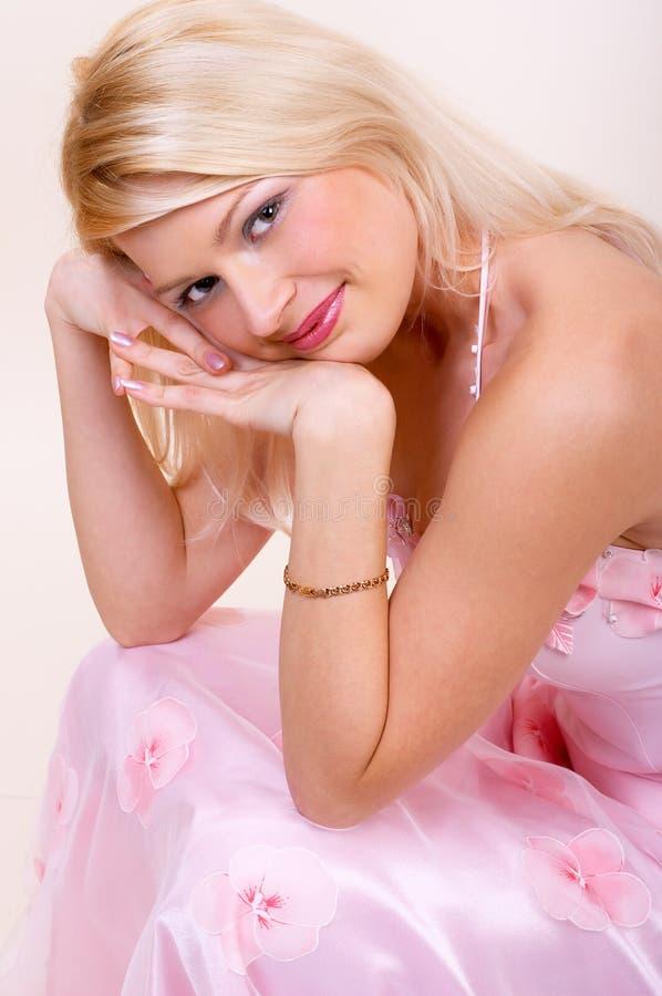 Download милая женщина стоковое изображение. изображение насчитывающей вечер - 650255