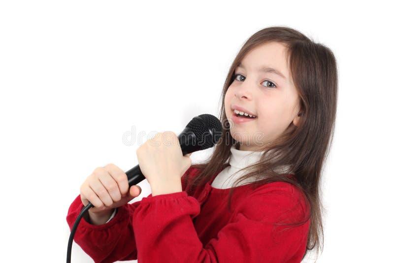 Милая маленькая девочка пея стоковые фотографии rf