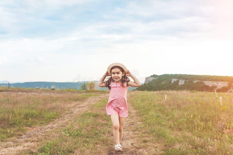 Милая маленькая девочка скача outdoors стоковые фотографии rf