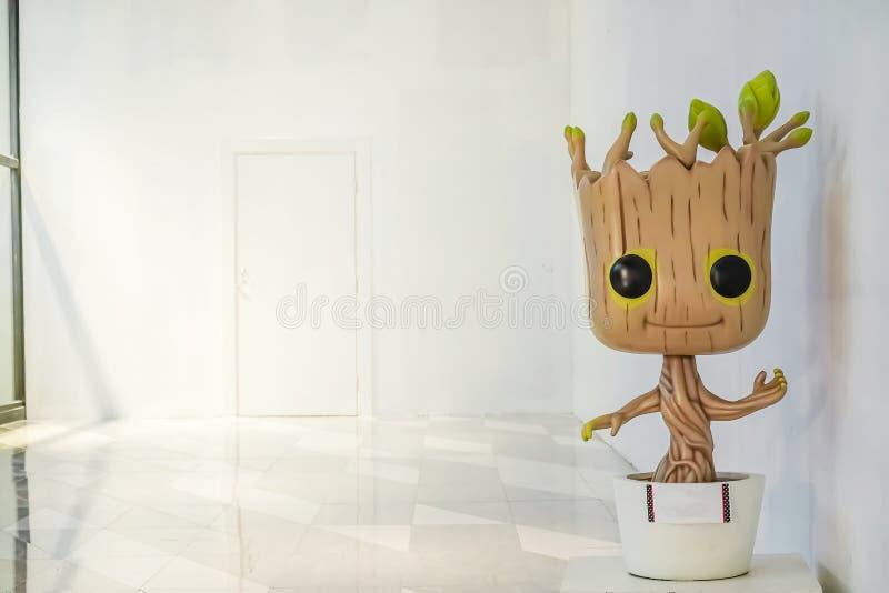 Милая модель Groot попечителей фильма галактики на команде произведенной студиями чуда, космосе супергероя комиксов чуда экземпля стоковая фотография rf