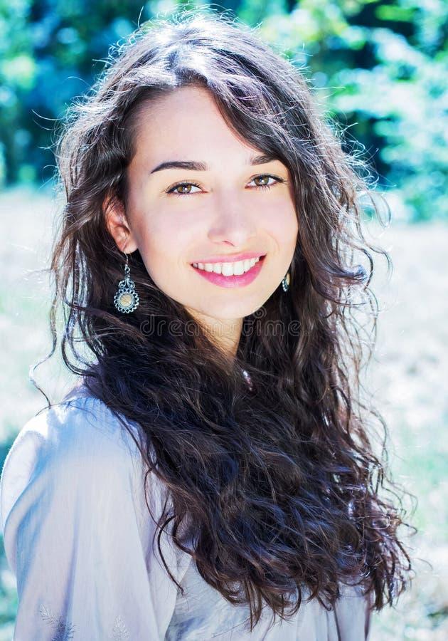 Милая молодая женщина стоковое изображение