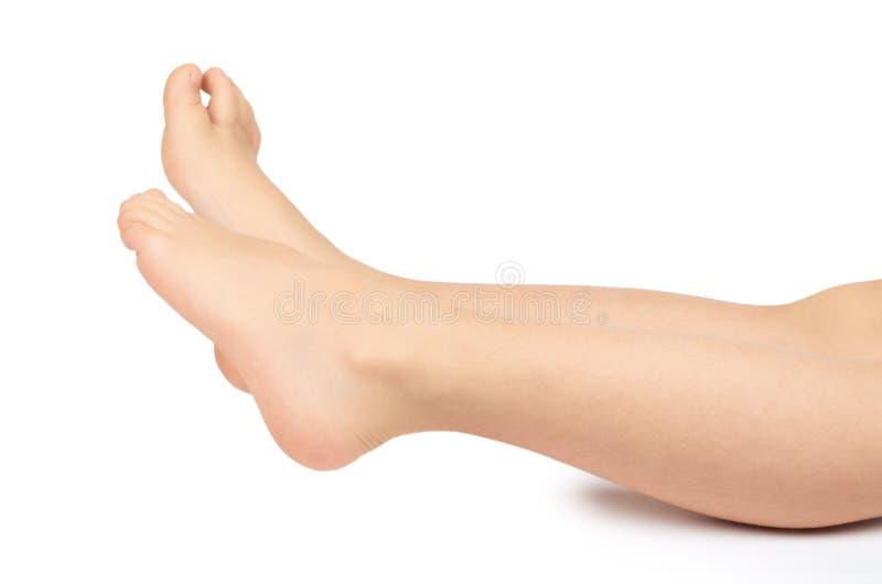 Милая нога ребенк, быстро растущая нога, изолированная на белой предпосылке стоковые фото