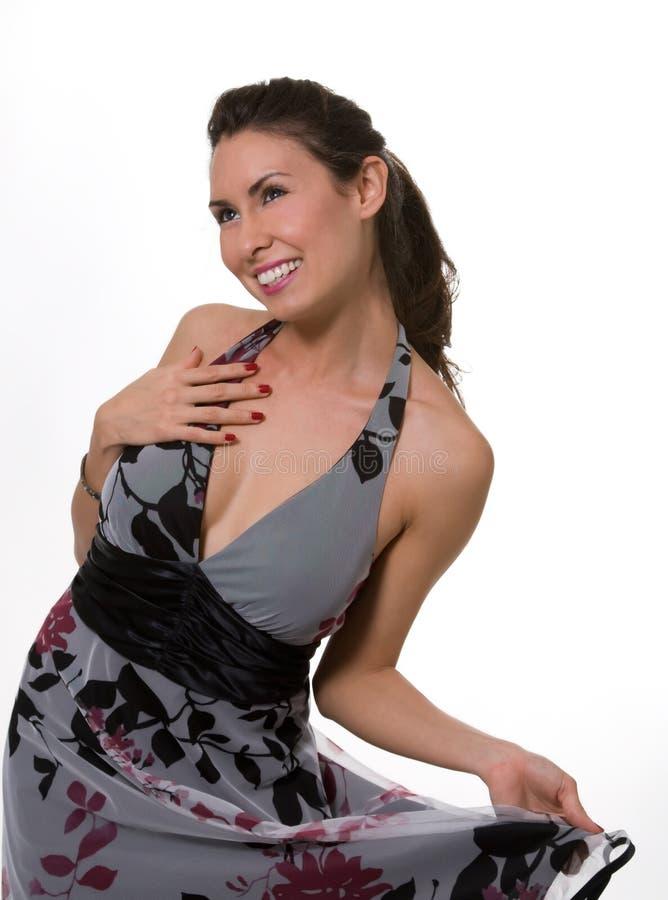 милая платья брюнет серая стоковое изображение rf
