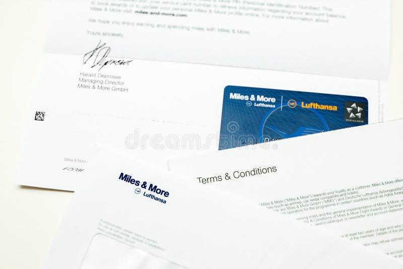 Мили и больше карточки указывают карточка от Люфтганзы стоковые фото