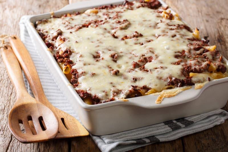 Миллион долларов сотейника макаронных изделий с мясом и сыром говядины в b стоковые фото