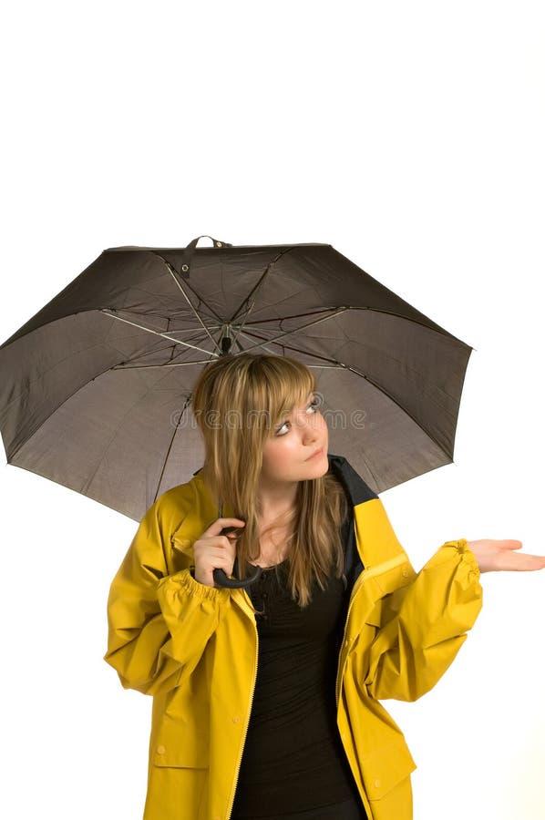 милые детеныши женщины зонтика плаща стоковые фото