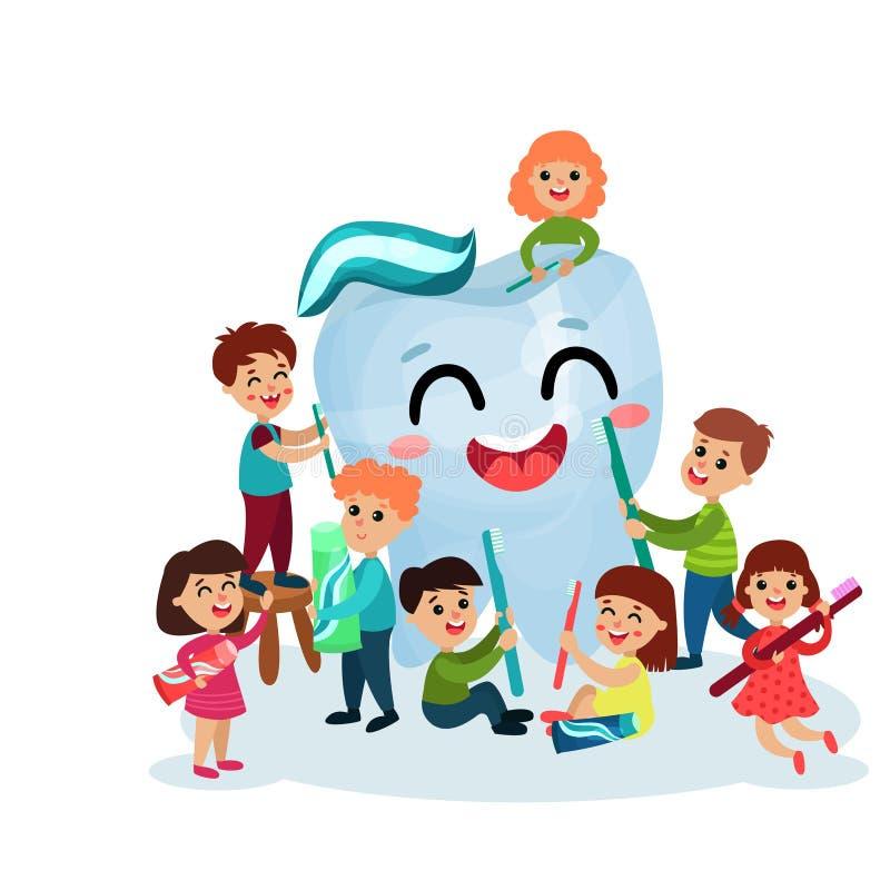 Милые мальчики и девушки имея потеху и очищая гигантский счастливый характер зуба с зубной щеткой и зубной пастой, зубоврачебными иллюстрация штока