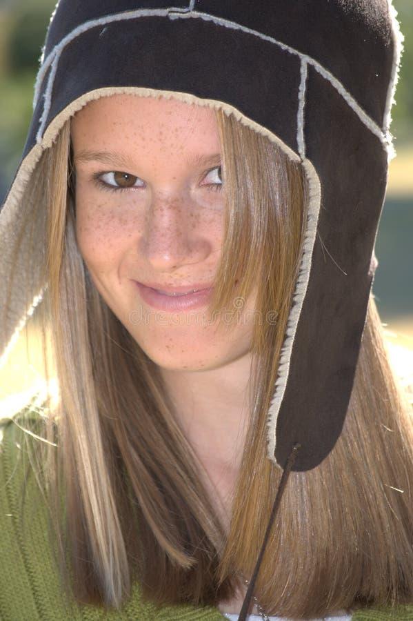 милые шерсти зимы шлема девушки стоковое изображение rf