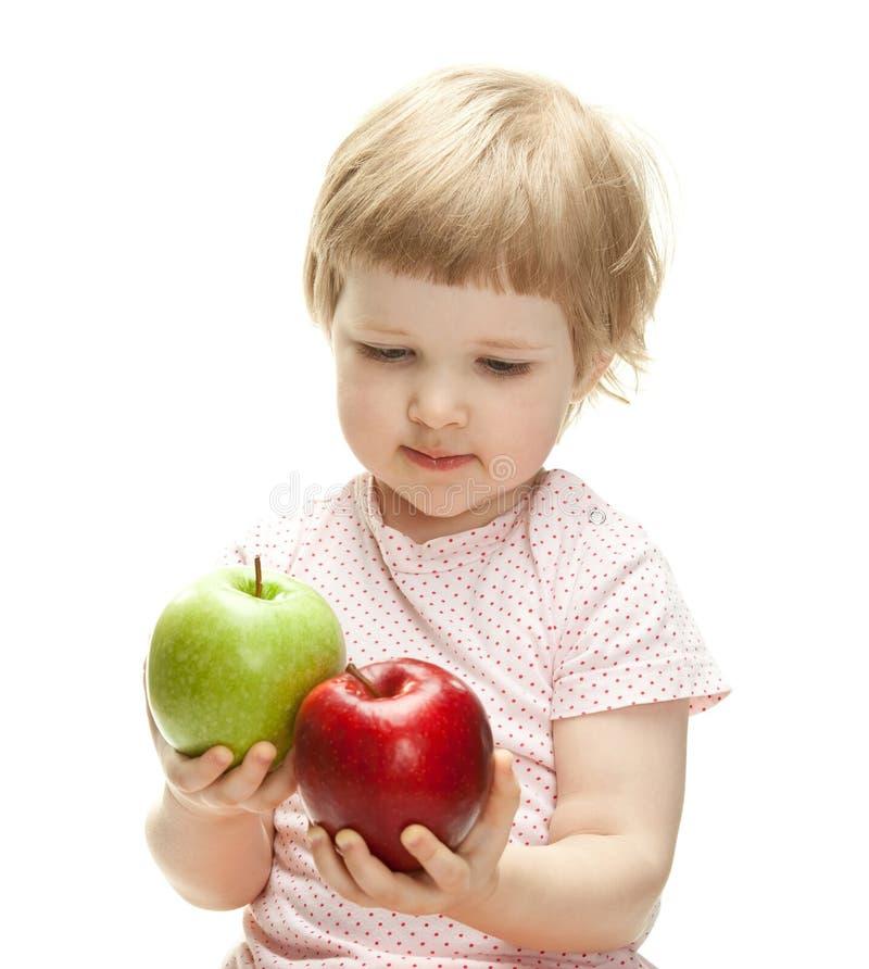 Милые яблоки удерживания ребенка стоковая фотография rf