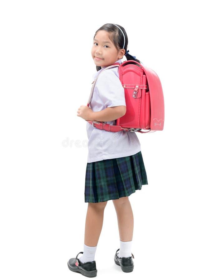Милый азиатский студент при изолированная сумка школы стоковое изображение rf