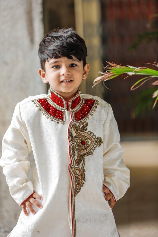 Милый индийский ребенок в традиционной носке стоковые фото