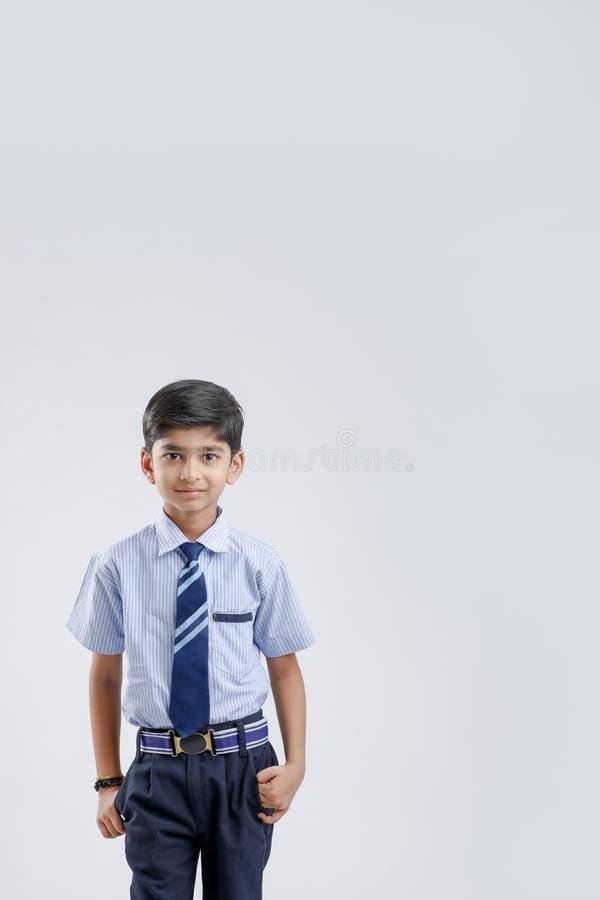 Милый маленький индеец индейца/форма азиатского школьника нося стоковое фото rf