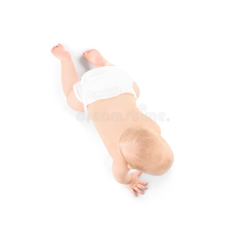 Милый маленький младенец вползая на белой предпосылке стоковое изображение
