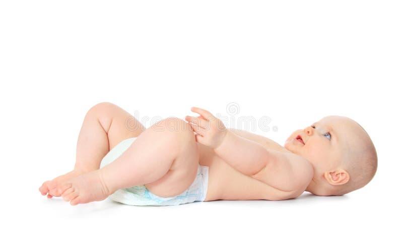Милый маленький младенец лежит на его назад стоковые фото