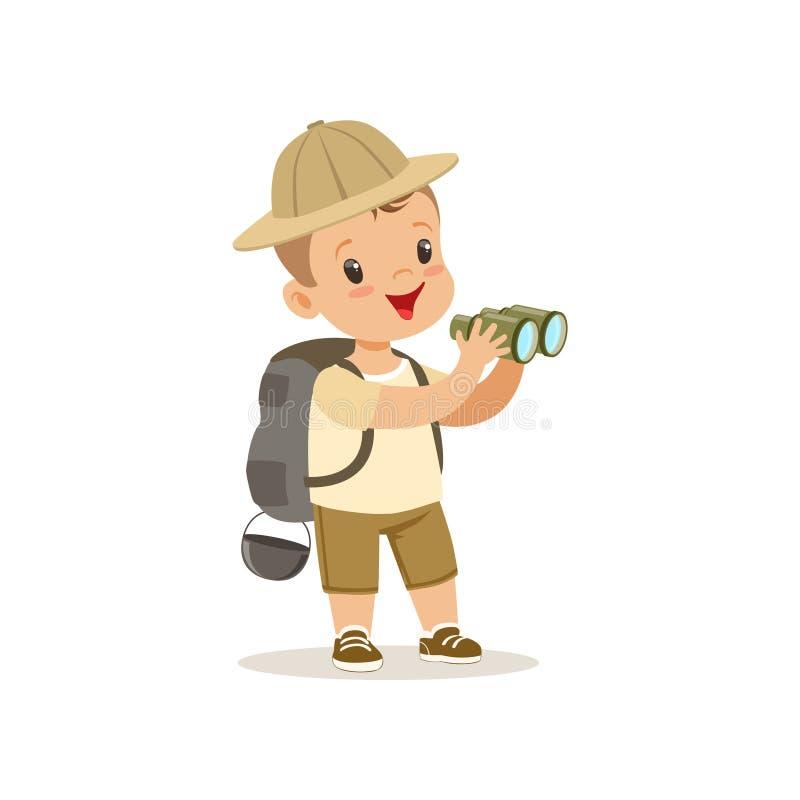 Милый мальчик в костюме разведчика с рюкзаком и биноклями, внешней иллюстрацией вектора деятельности при лагеря бесплатная иллюстрация