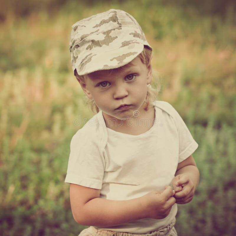 Милый мальчик в парке стоковые изображения rf