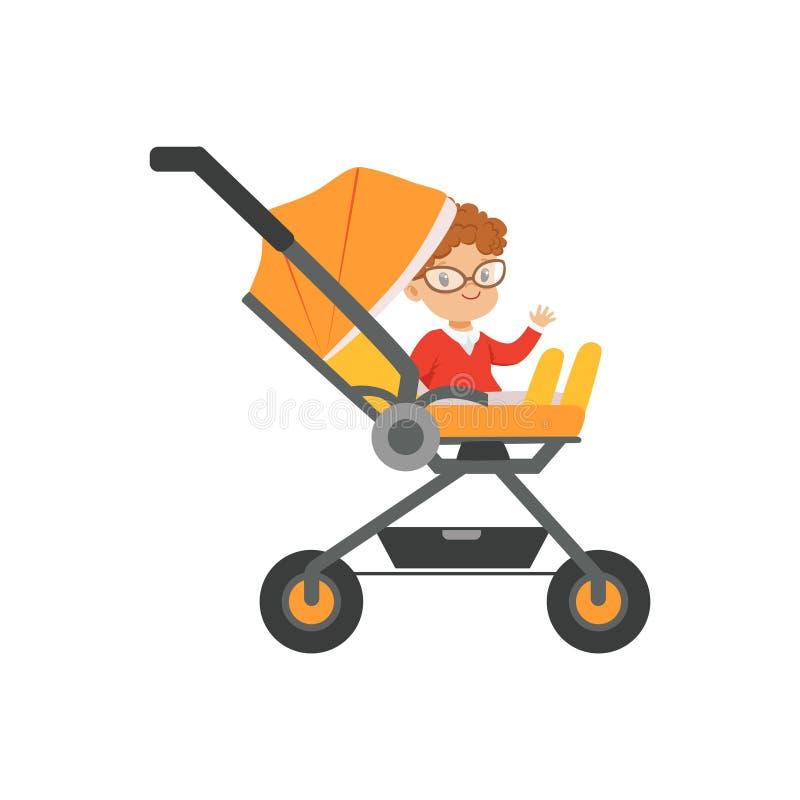 Милый мальчик в стеклах сидя в оранжевой детской дорожной коляске, транспорте ручки безопасности малого вектора детей иллюстрация штока