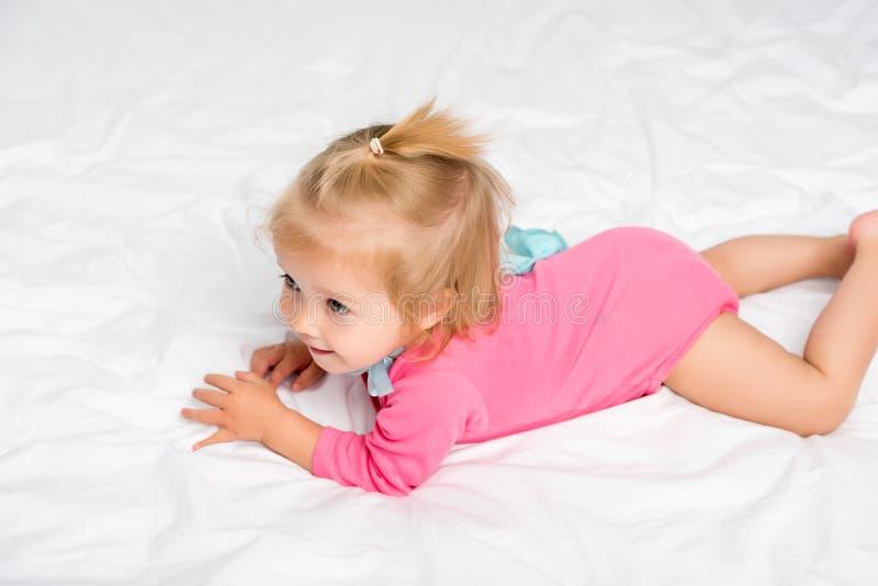 Милый младенец в bodysuit стоковое фото rf