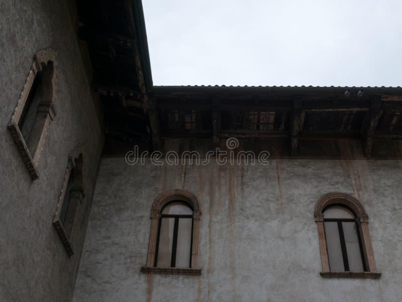 Мимолетные взгляды дворцов в Вероне стоковые изображения