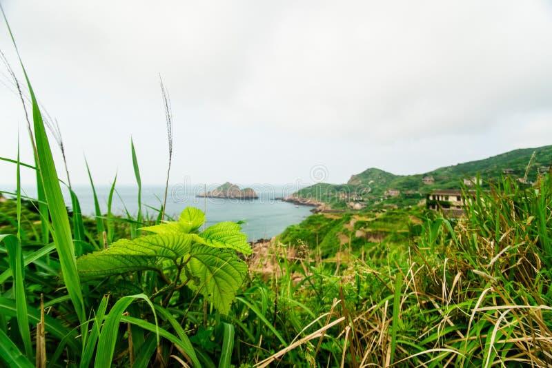 Мимолётный взгляд дезертированной деревни в острове gouqi стоковое фото rf
