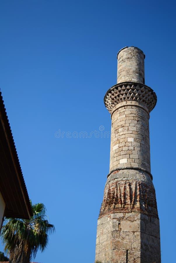 Минарет без верхней части тринадцатого века в старом районе в Анталье, Турции стоковые изображения rf