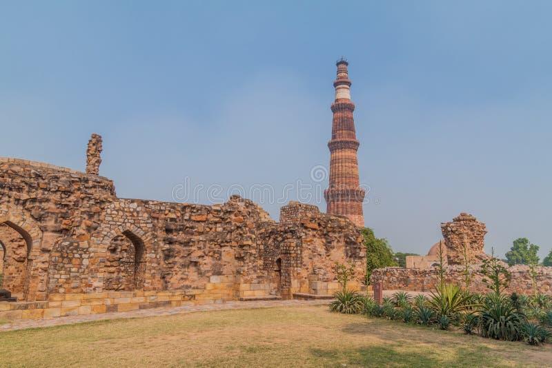 Минарет Qutub Minar в Дели, Indi стоковые фотографии rf