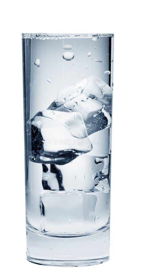 минеральная вода льда питья кубиков стоковое изображение rf
