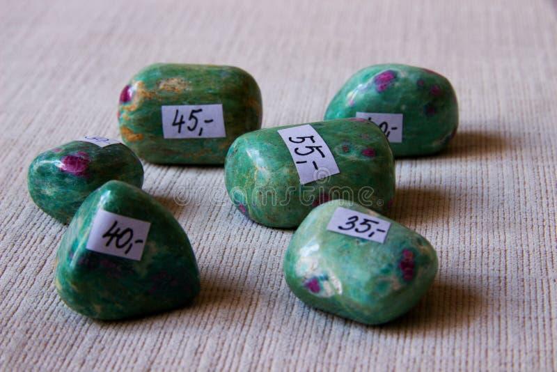 Минеральное каменное fuchsite стоковое фото rf
