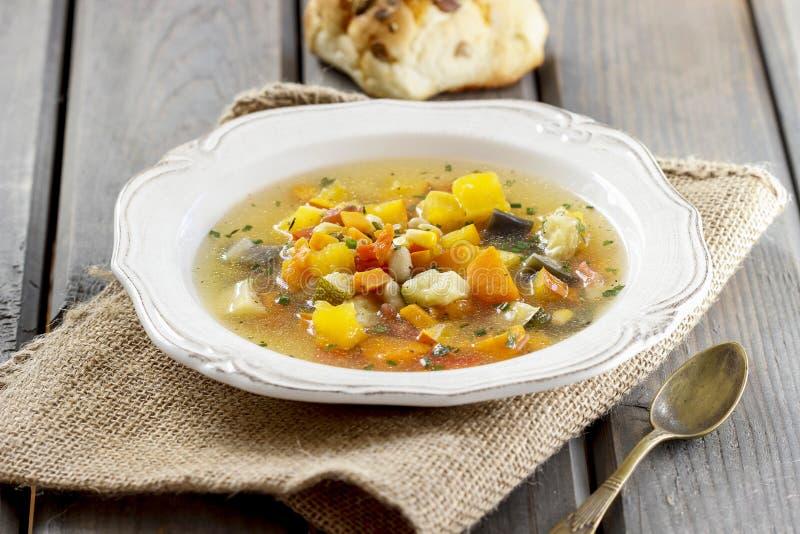 Минестроне, овощной суп стоковая фотография rf