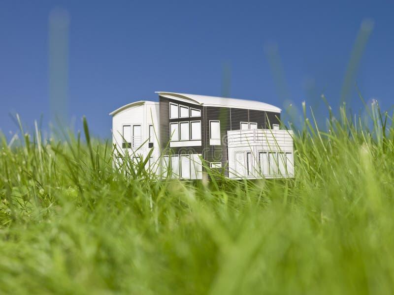 миниатюра дома снаружи стоковые фото