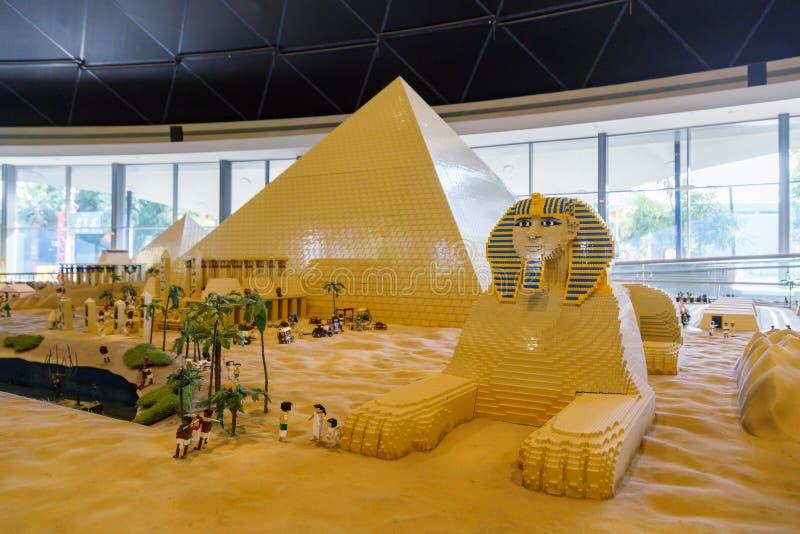 Миниатюра Lego пирамид и сфинкс в Miniland Legoland стоковые изображения