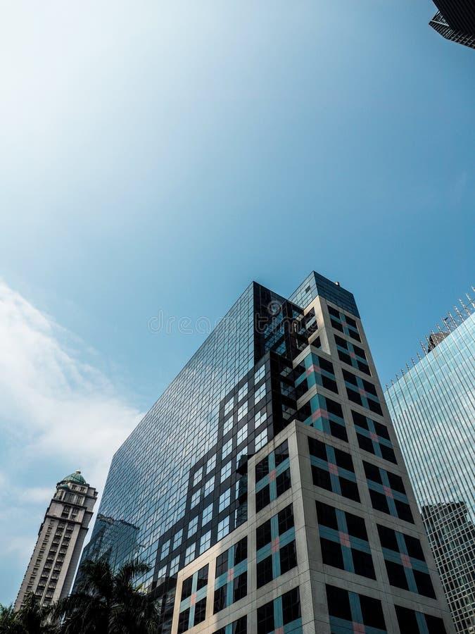 Минималистское здание от взгляда низкого угла стоковая фотография