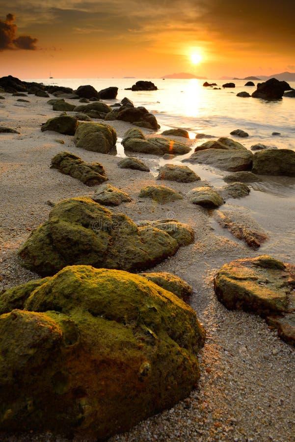 Минималистский Seascape Прибрежное kon Lipe захода солнца, Таиланд стоковое фото