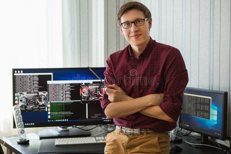 Минирование bitcoin программиста стоковое фото rf