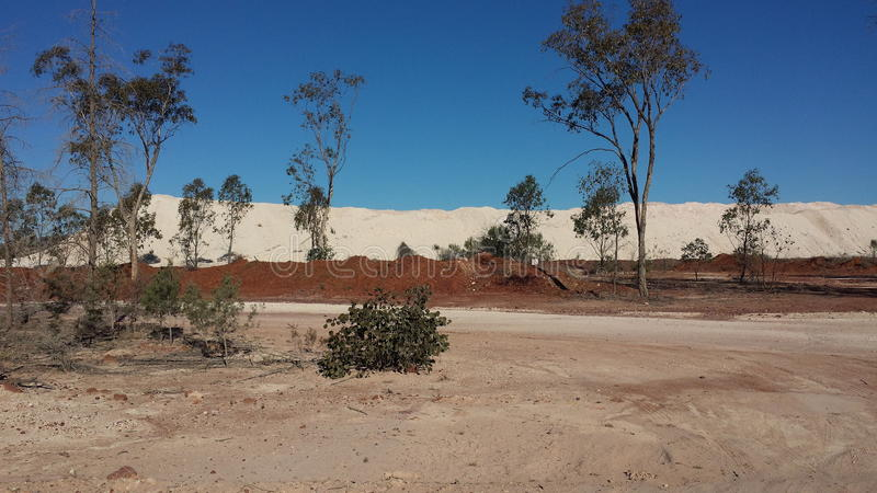 Минирующ на опалы и минируя жизнь в полях захолустья NSW опаловых, Новый Уэльс, Австралия стоковые изображения rf