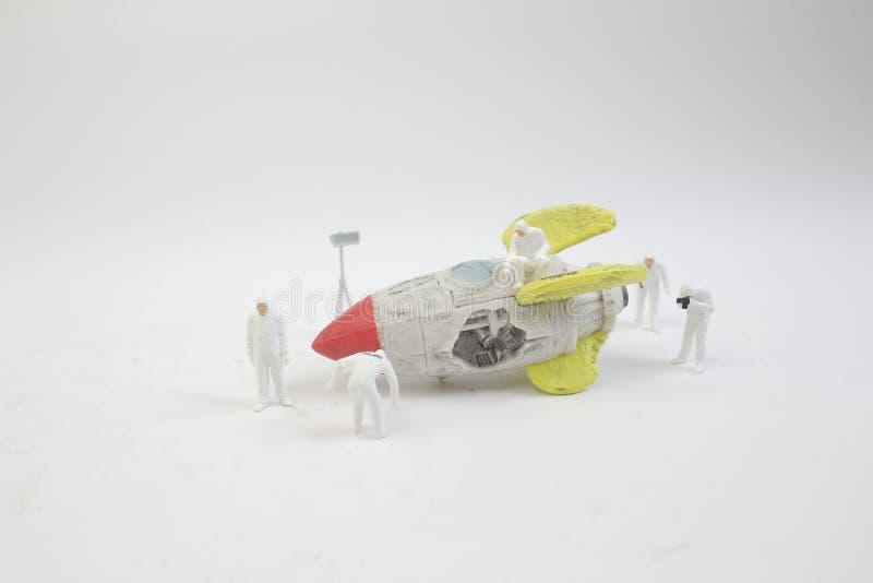 мини диаграмма работа с сломала космический корабль стоковое фото