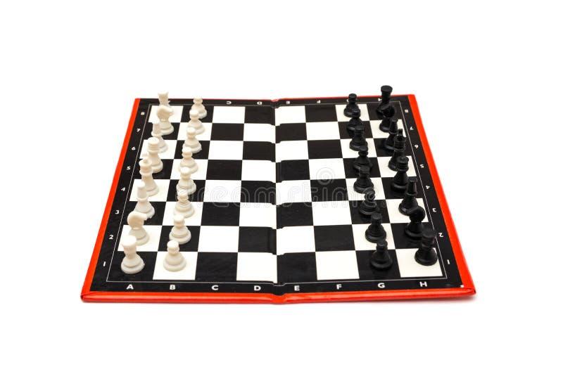 Мини компактный портативный шахмат с малыми диаграммами стоковая фотография