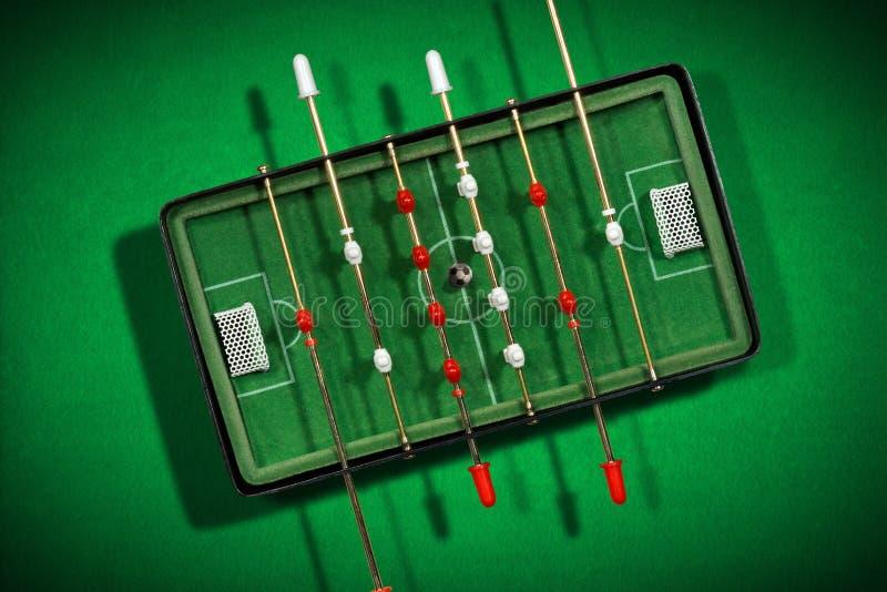Мини футбольная игра таблицы с футбольным мячом стоковые фото
