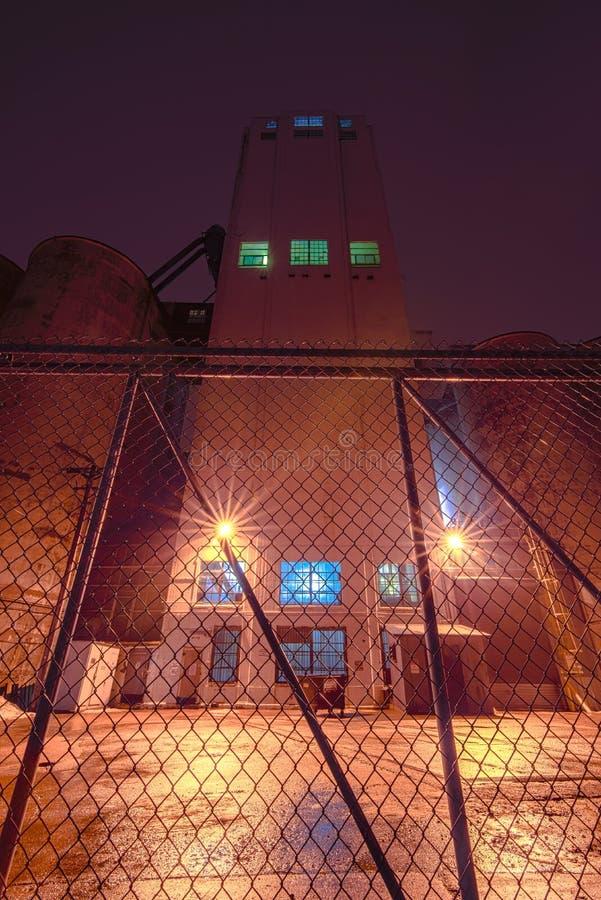 МИННЕАПОЛИС, МИНЕСОТА/США - 11-ОЕ ЯНВАРЯ 2013: Общее здание мельницы мельниц на бульваре Hiawatha - принятой задней стороне здани стоковое фото