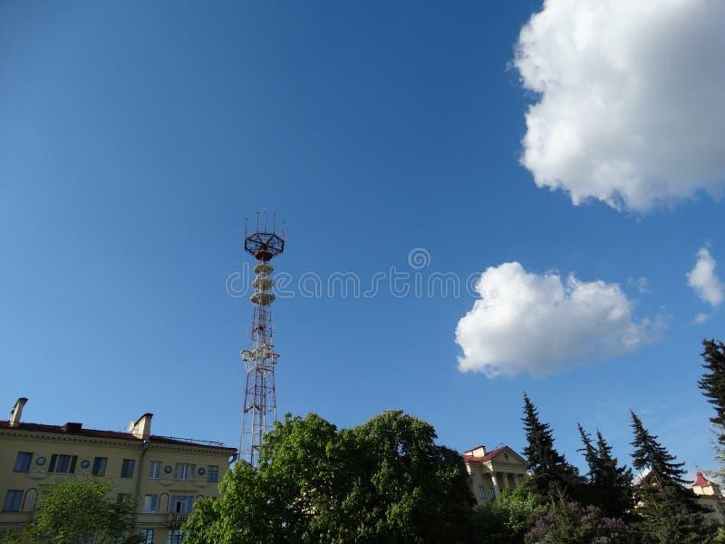 Минск, башня, радиосвязи, публицистика, телевидение, широковещание, спутник, антенна, ONT, телевизионные каналы, взгляд от победы стоковые фото