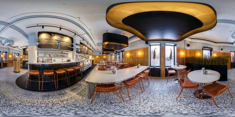 МИНСК, БЕЛАРУСЬ - МАРТ 2019: Полностью сферически безшовная панорама hdri 360 градусов взгляда угла внутри интерьера ресторана ма стоковое фото rf