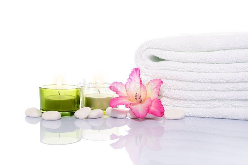 миражирует белизну полотенца камней gladiola стоковые фотографии rf