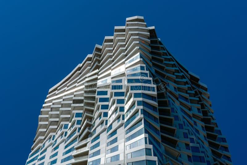 МИРА - 39-этажный 422-футовый городской небоскрёб стоковые фотографии rf