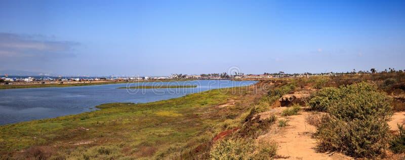 Мирное и спокойное болото заболоченных мест Bolsa Chica стоковая фотография rf