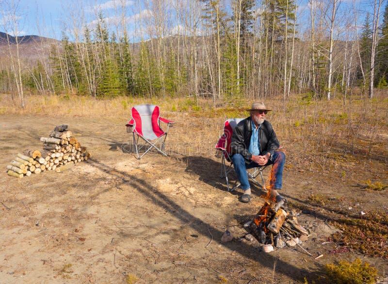 Мирное место для лагеря в территориях Юкона стоковые фотографии rf