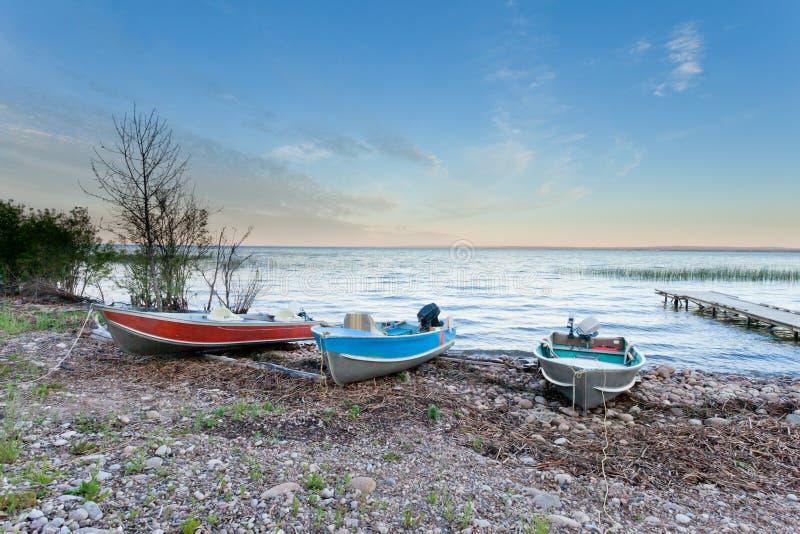 Мирный ландшафт меньшего невольничьего озера AB Канады стоковое фото rf