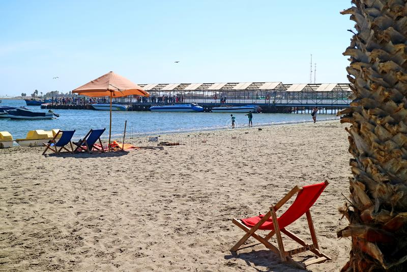 Мирный пляж на солнечном утре, регион Paracas Ica, Перу, Южная Америка стоковое изображение rf